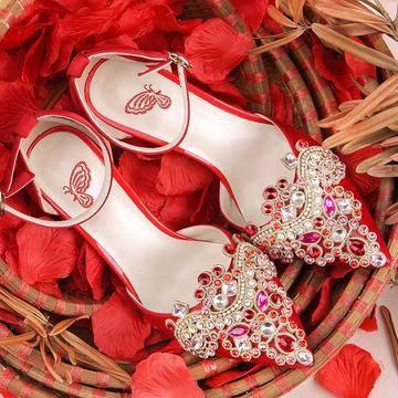 接亲游戏中最受欢迎的藏婚鞋,藏到哪里比较好?